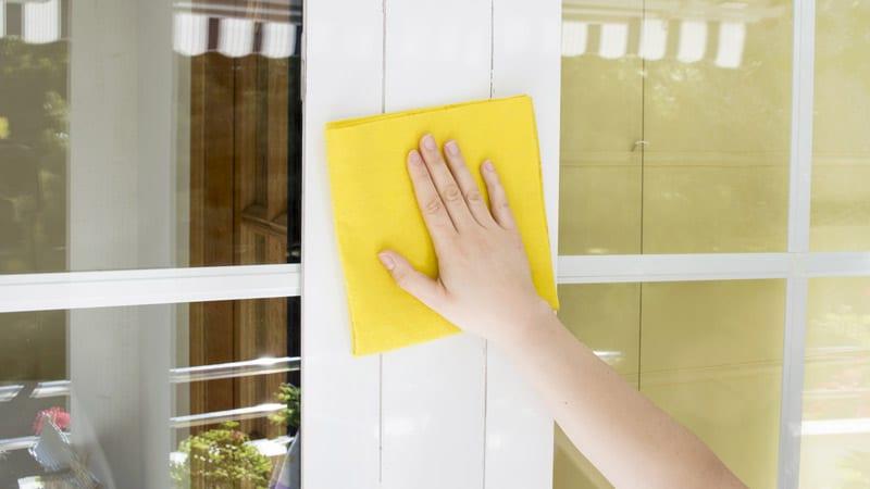 limpieza de ventanas y puertas de aluminio